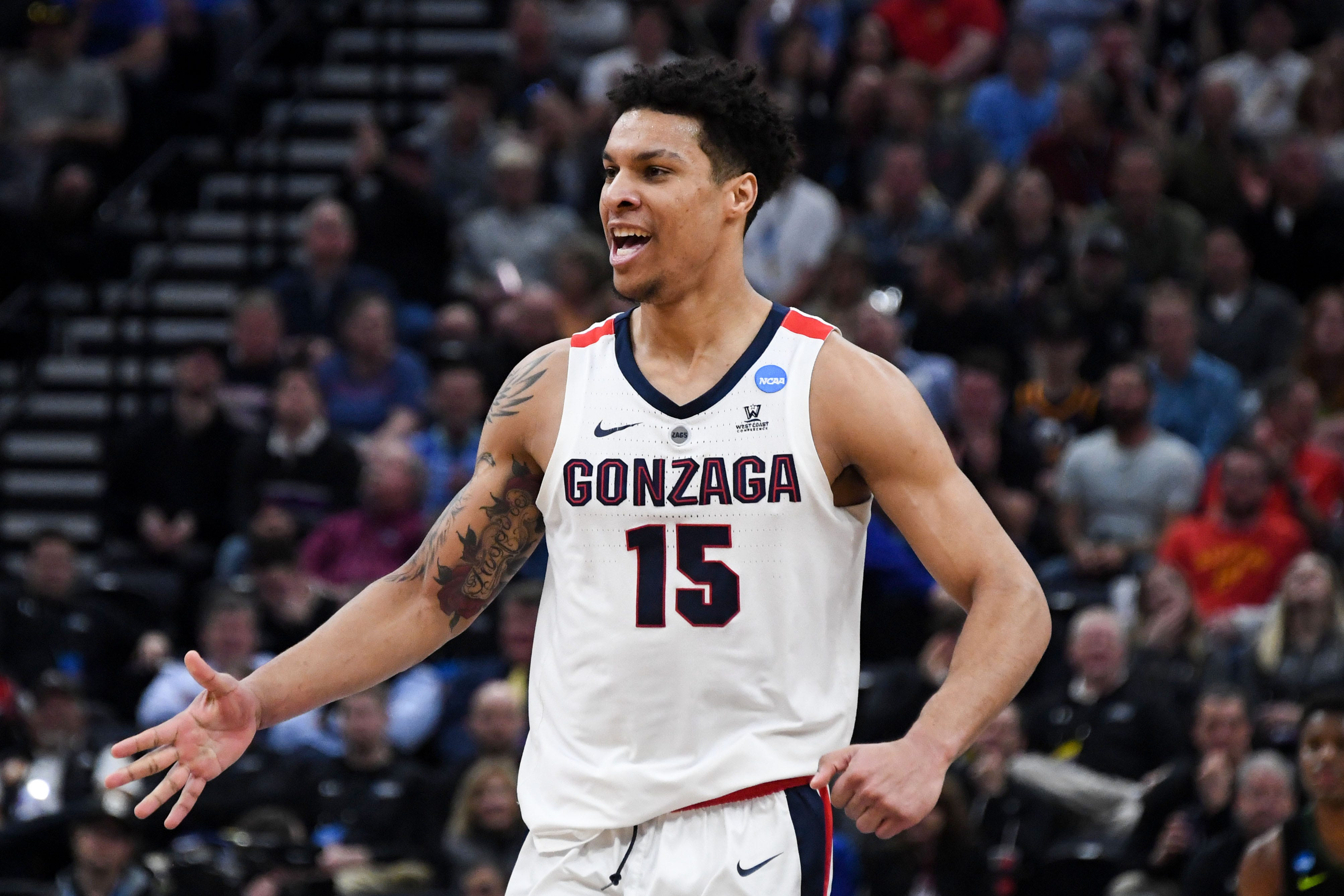 Brandon Clarke sets scoring record as No. 1 Gonzaga reaches Sweet 16 with win over Baylor
