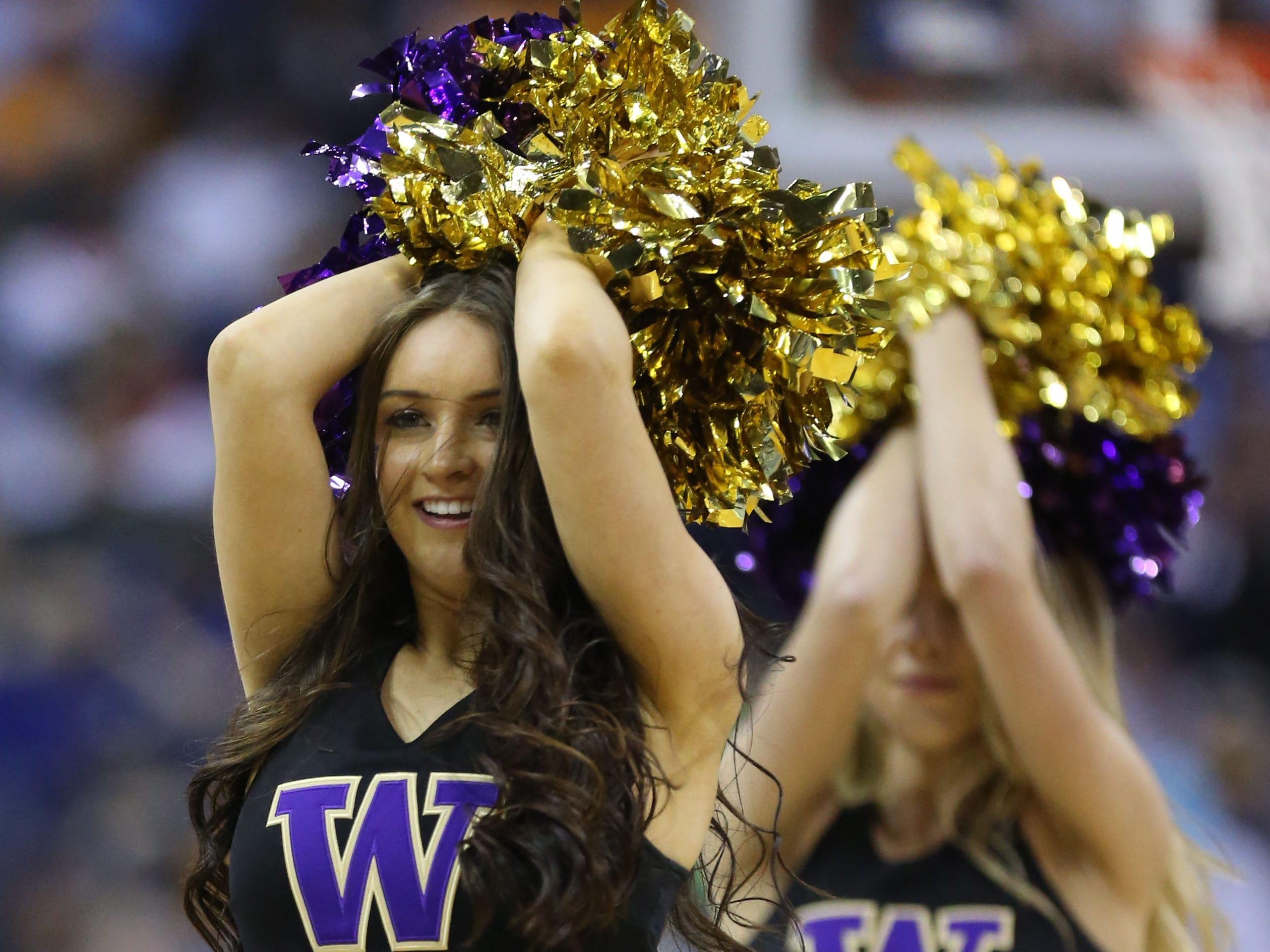 Round of 32: Washington Huskies cheerleaders perform.