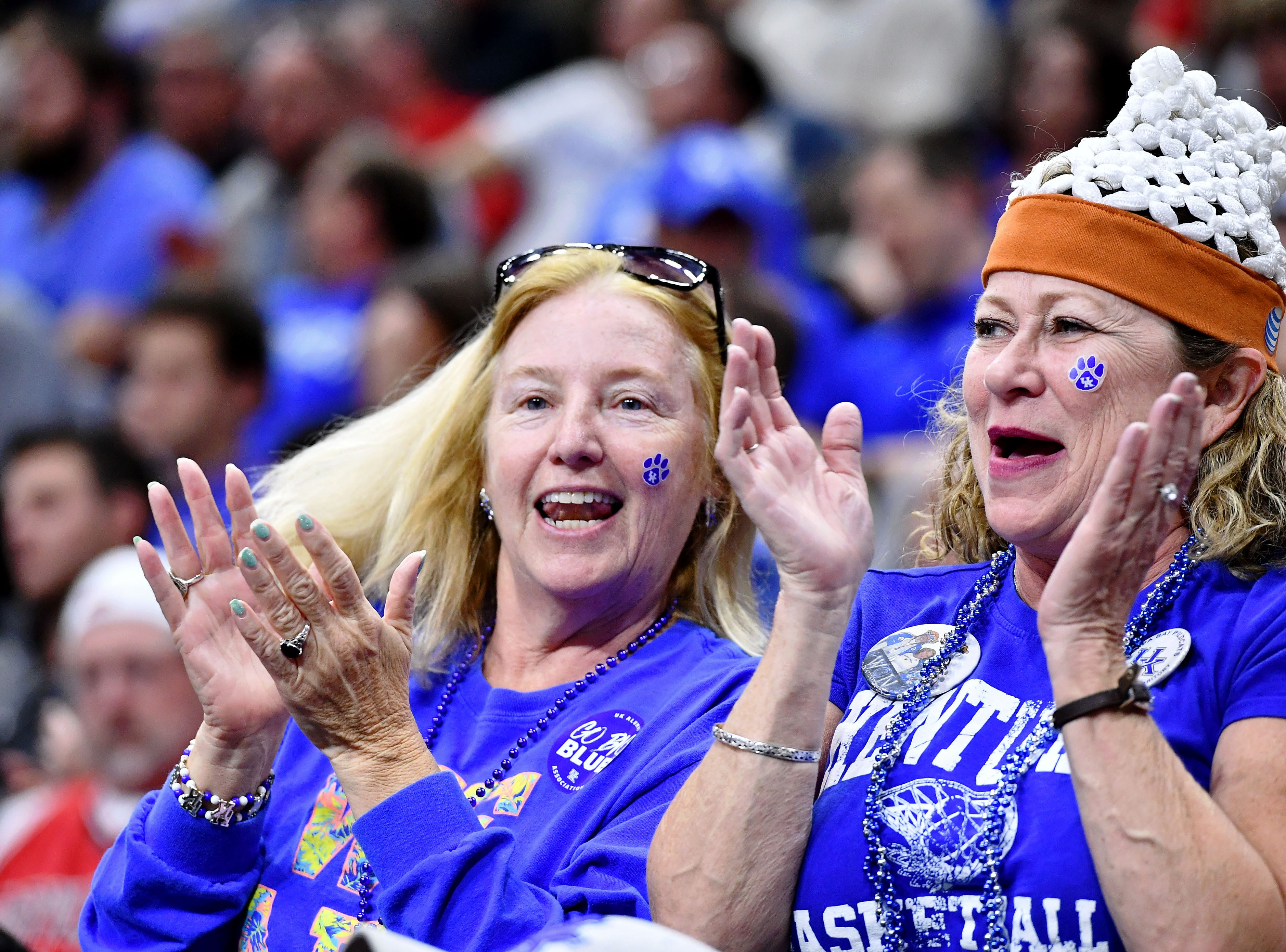Round of 32: Kentucky Wildcats fans react to a play during the second half of the game against the Wofford Terriers.