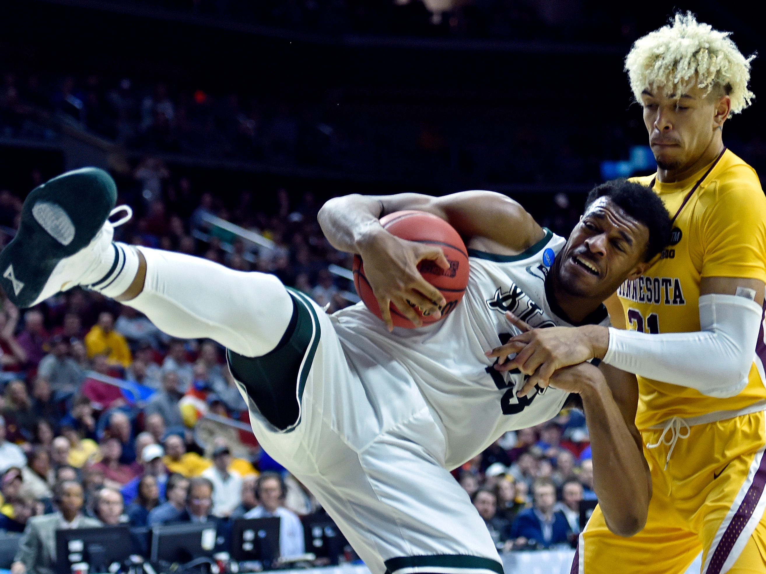 Round of 32: Michigan State Spartans forward Xavier Tillman and Minnesota Golden Gophers forward Jarvis Omersa go for a rebound.