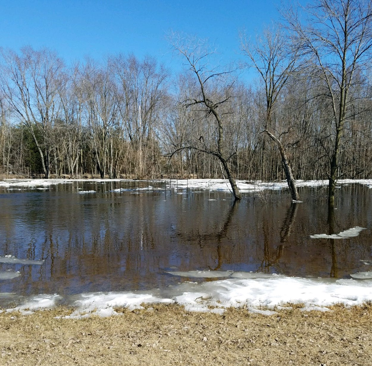 Flooding concerns move to areas where spring ice break up hasn't happened yet