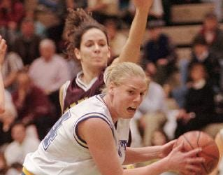 Oneonta's Stacy Knapp moves in for a shot against Pittsford Mendon during the New York state girls Class B final in Troy, N.Y. Sunday, March 22, 1998. Oneonta won 54-26.