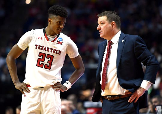 Jarrett Culver speaks with coach Chris Beard on Sunday during the win over Buffalo.