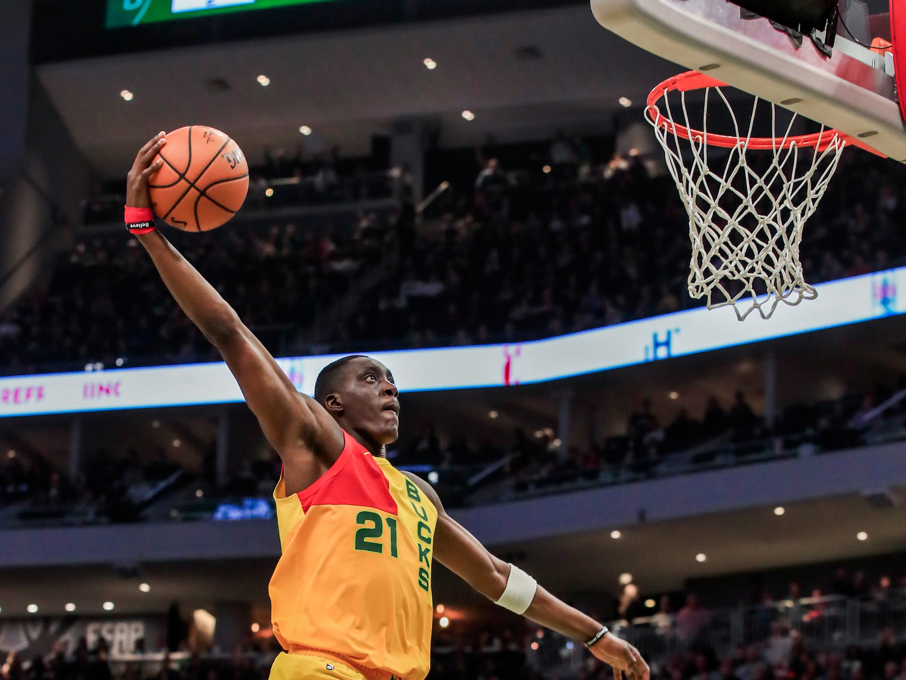 Tony Snell of the Bucks comes soaring in for an uncontested dunk against Cleveland on Sunday.