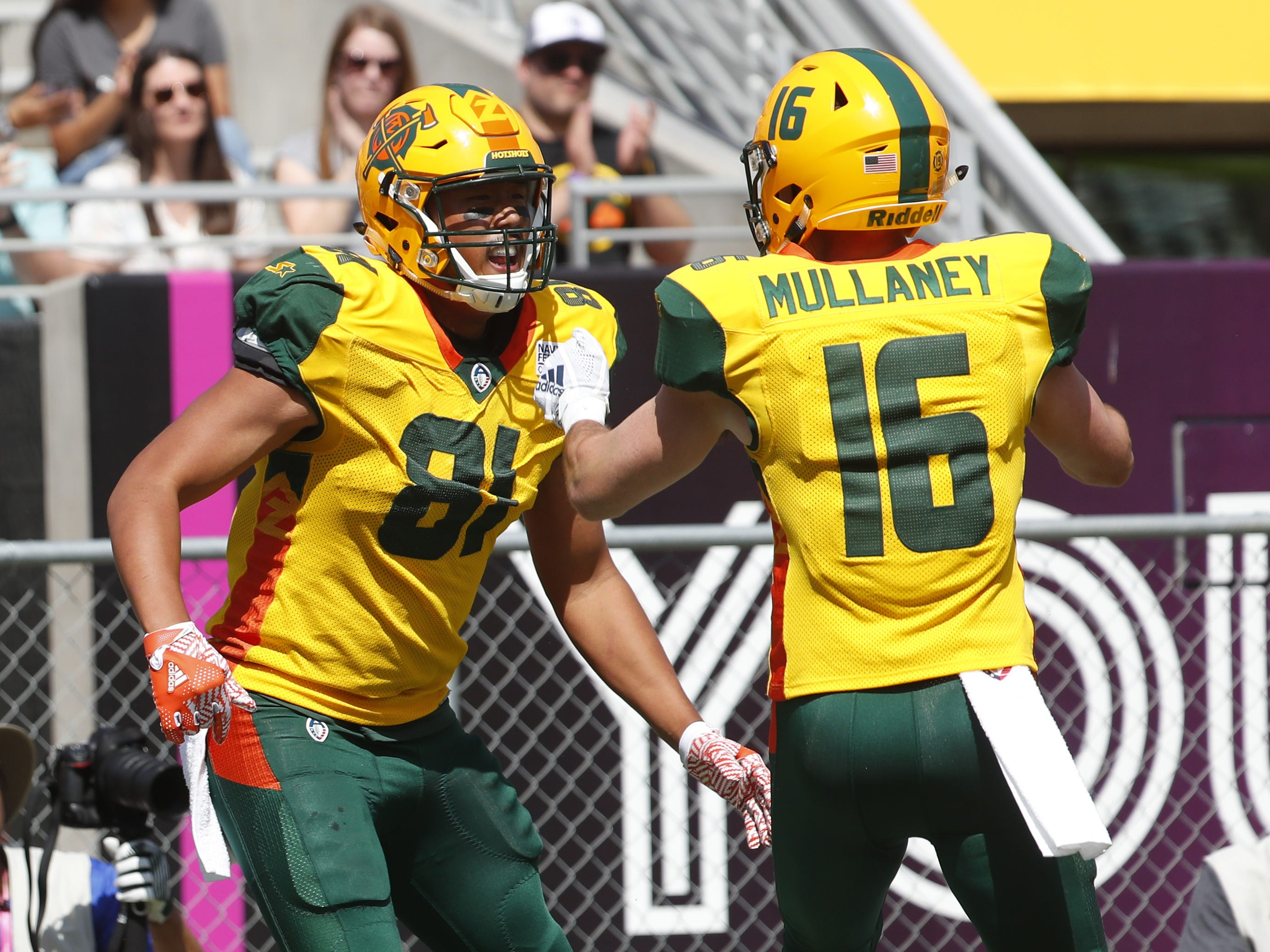Hotshot's Thomas Duarte (81) celebrates a touchdown with teammate Richard Mullaney (16) during the first half against the Fleet at Sun Devil Stadium in Tempe, Ariz. on March 24, 2019.
