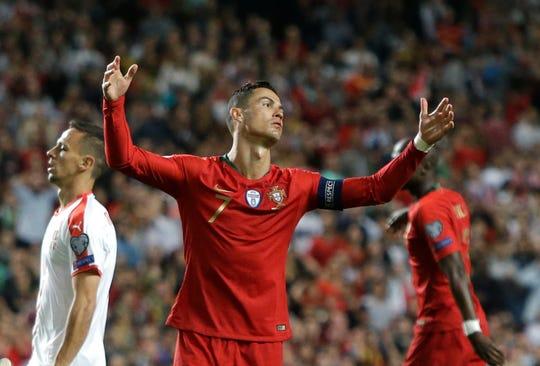 Portugal empató 1-1 con Serbia.
