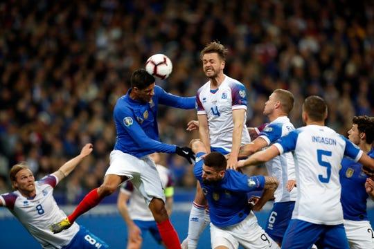Francia, monarca del mundo, aprovechó las fallas defensivas y la falta de imaginación de Islandia, para aplastarla 4-0