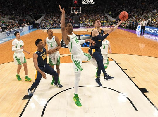 Mar 24, 2019; San Jose, CA, USA; UC Irvine Anteaters guard Robert Cartwright (3) shoots against Oregon Ducks forward Kenny Wooten (14) during the second half in the second round of the 2019 NCAA Tournament at SAP Center. Mandatory Credit: Kyle Terada-USA TODAY Sports