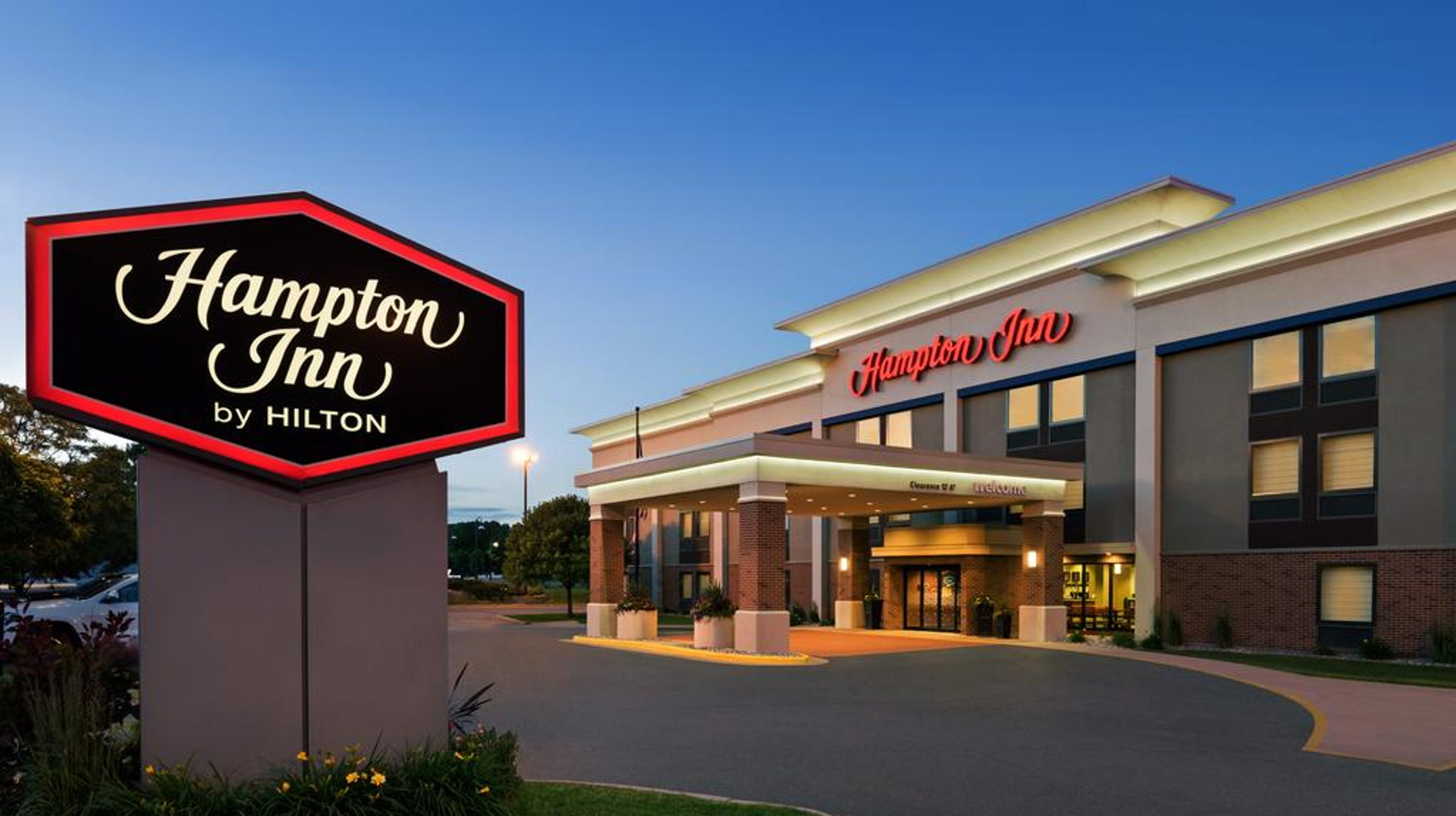 wausau 39 s hampton inn acquired by chicago based hotel group. Black Bedroom Furniture Sets. Home Design Ideas