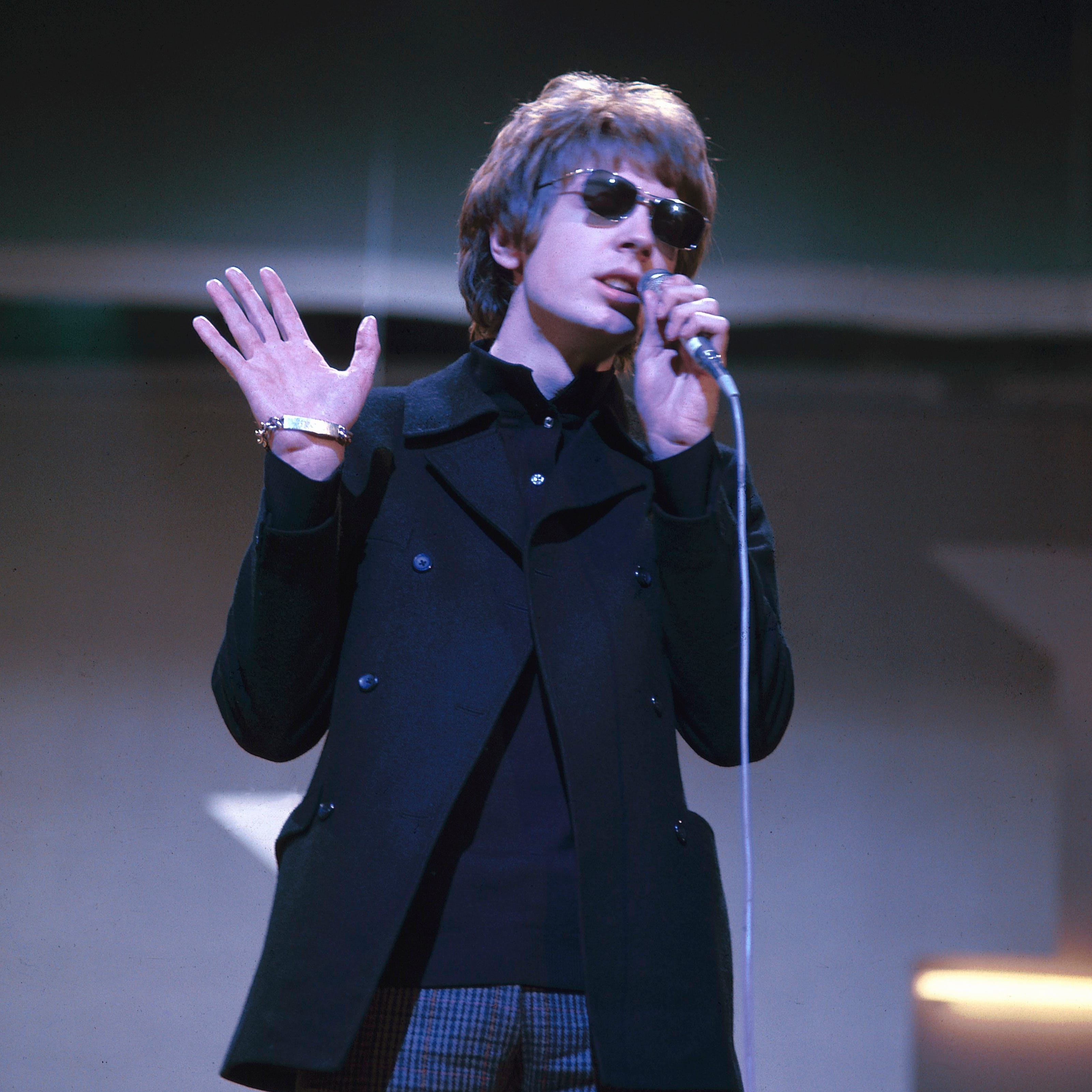 Singer Scott Walker, enigmatic frontman of the Walker Brothers, dies at 76