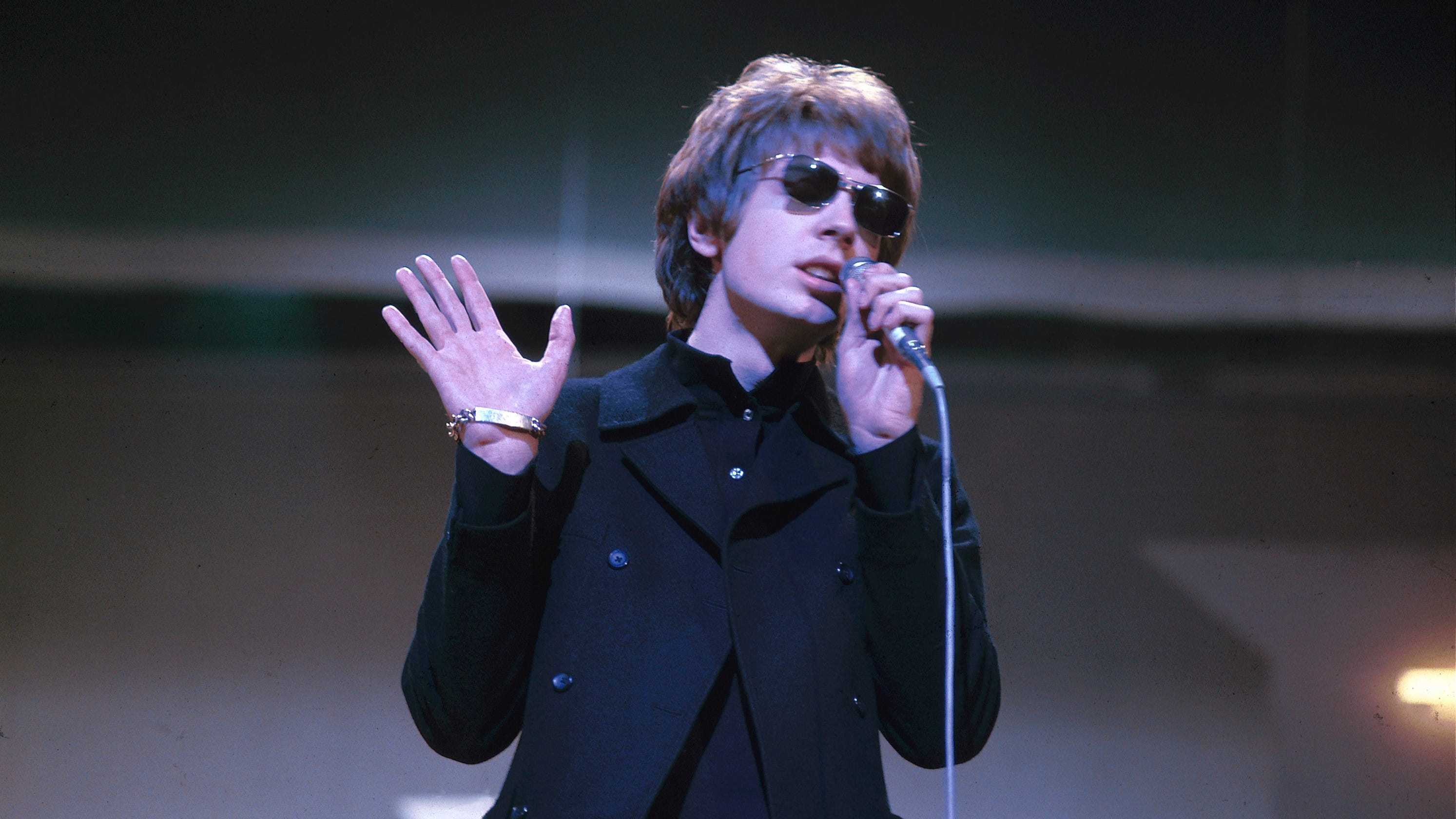 Singer Scott Walker, enigmatic frontman of the Walker Brothers, dies