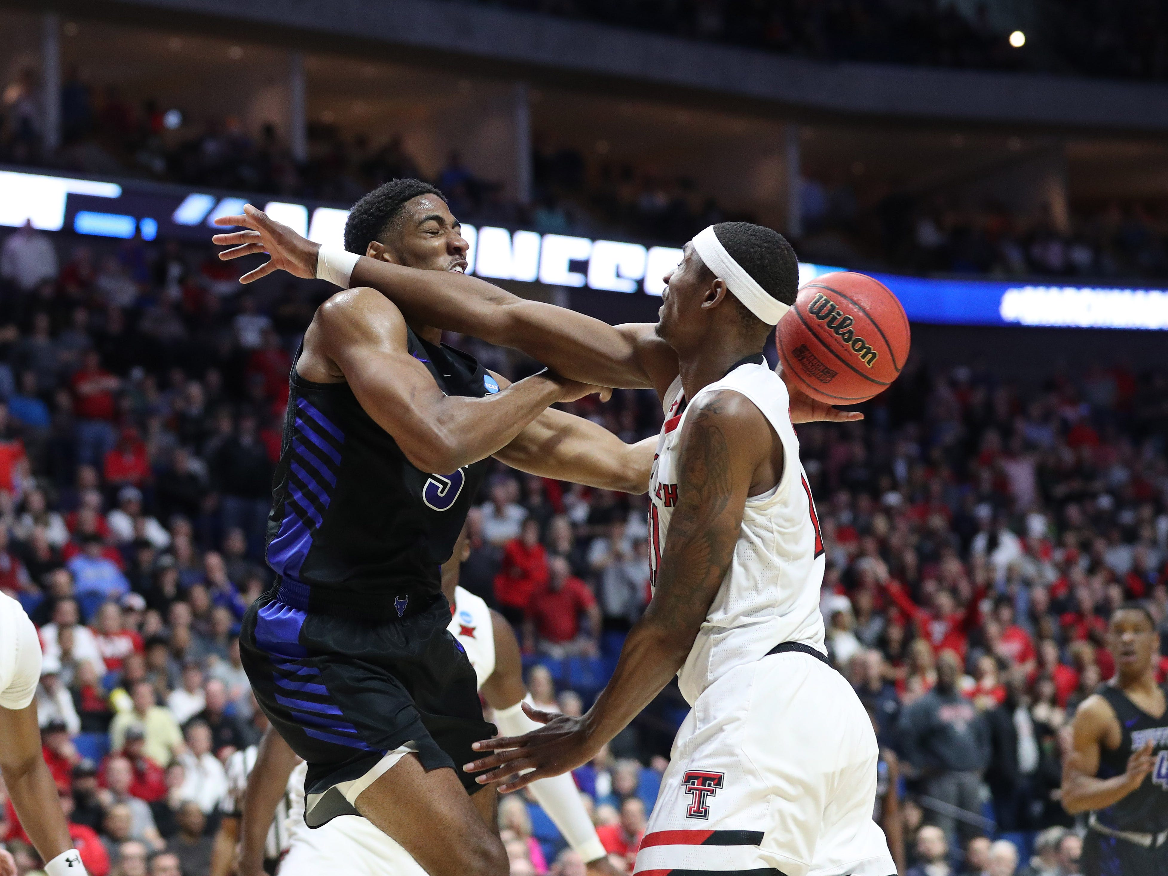 Round of 32: Buffalo Bulls guard CJ Massinburg (5) passes the ball as Texas Tech Red Raiders forward Tariq Owens (11) defends during the second half.
