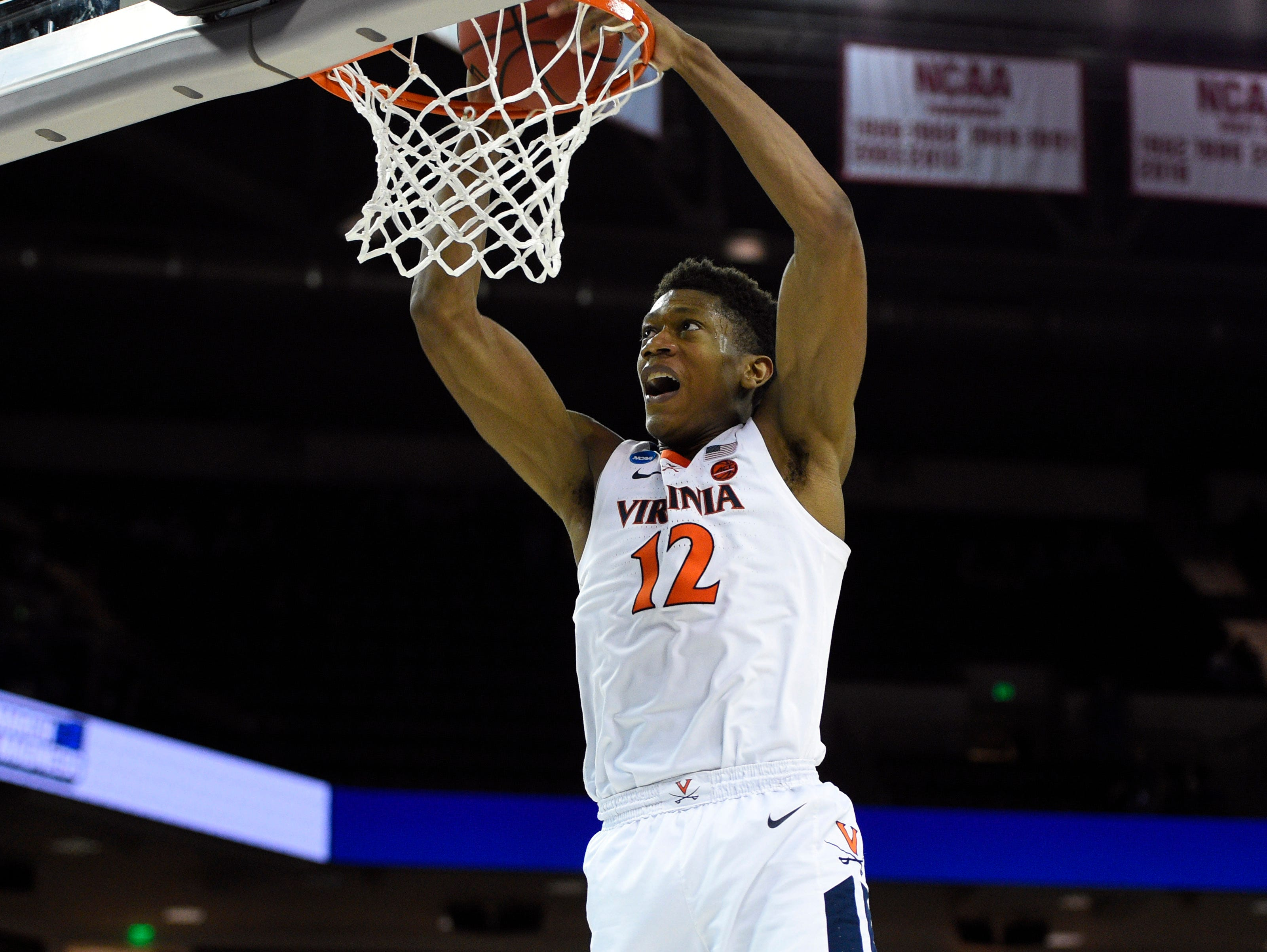 Round of 32: Virginia's De'Andre Hunter dunks during the second half against Oklahoma.