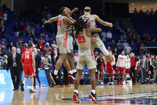 Houston Cougars players celebrate after defeating the Ohio State Buckeyes in the second round of the 2019 NCAA Tournament at BOK Center.