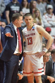 Texas Tech coach Chris Beard (left) talks to guard Matt Mooney.