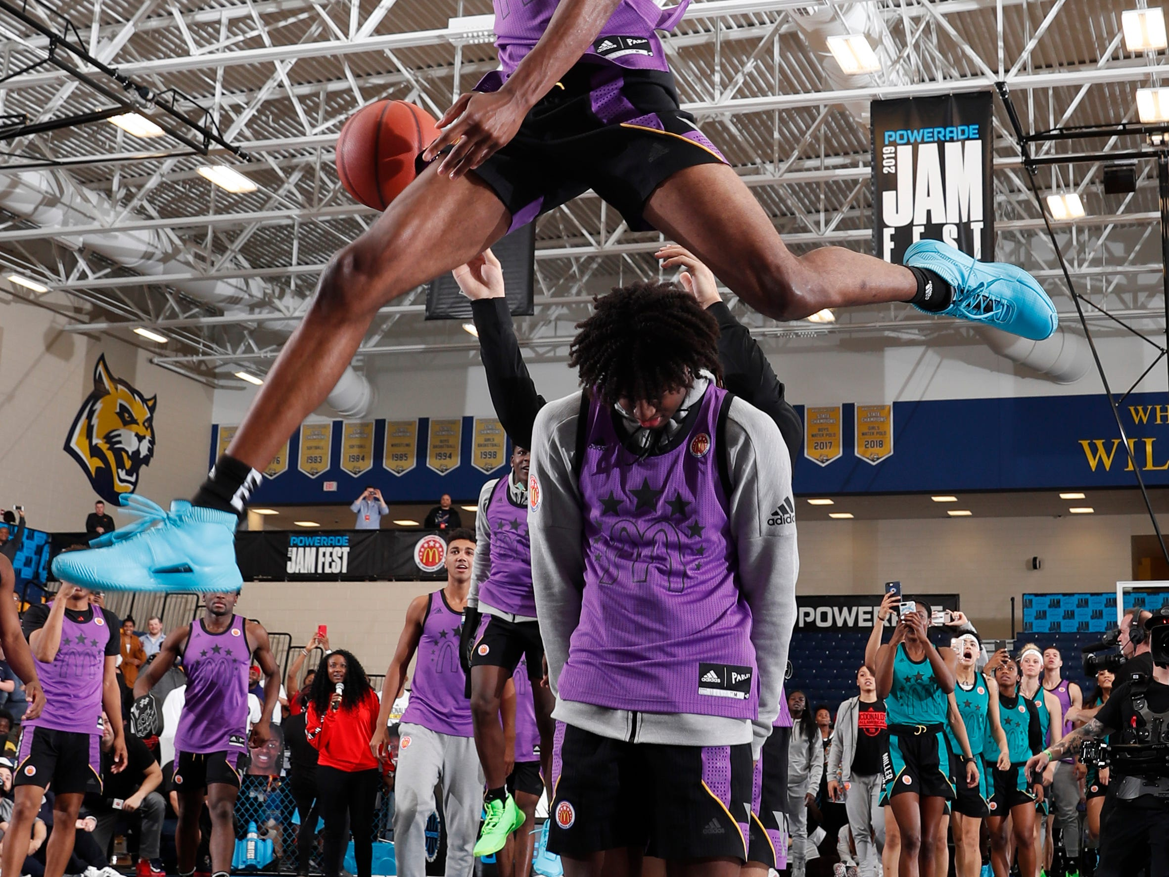 Mar 25, 2019; Marietta, GA, USA; McDonalds High School All American forward Scottie Lewis dunks during the Powerade Jamfest dunk competition at Wheeler High School. Mandatory Credit: Brian Spurlock-USA TODAY Sports