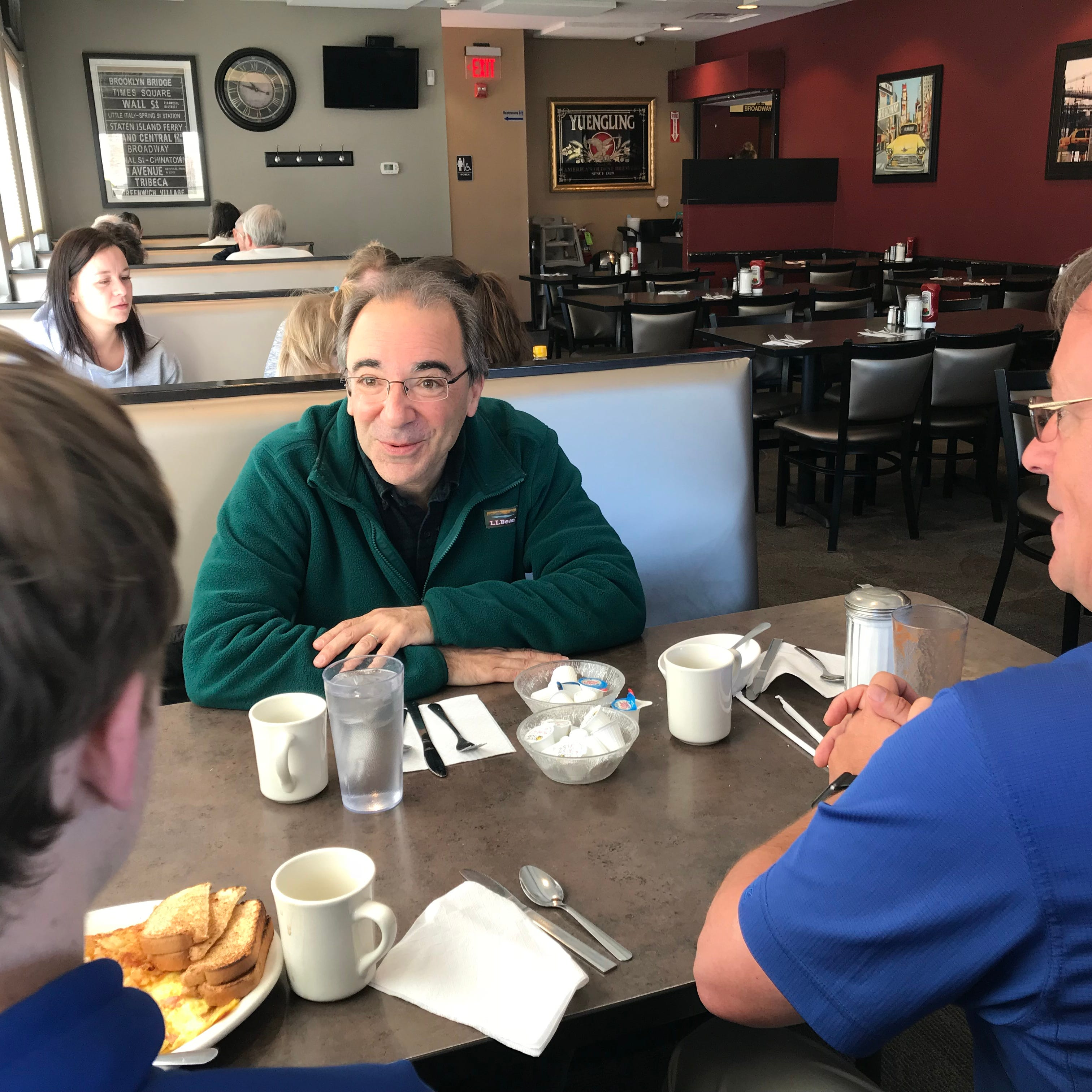Teacher appreciation: 1,000 former Maine-Endwell students meet with 'Mr. P'