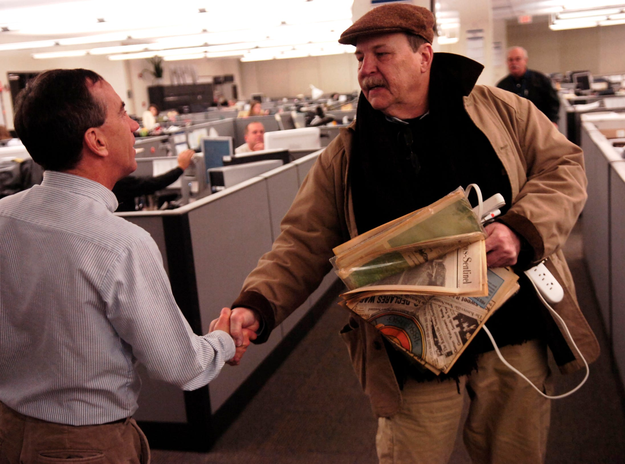 """KNS senior writer Fred Brown says """"so long""""  to Editor Jack McElroy on Friday, Jan. 18, 2008. He retired after a 45-year career that began at the Pensacola News Journal."""