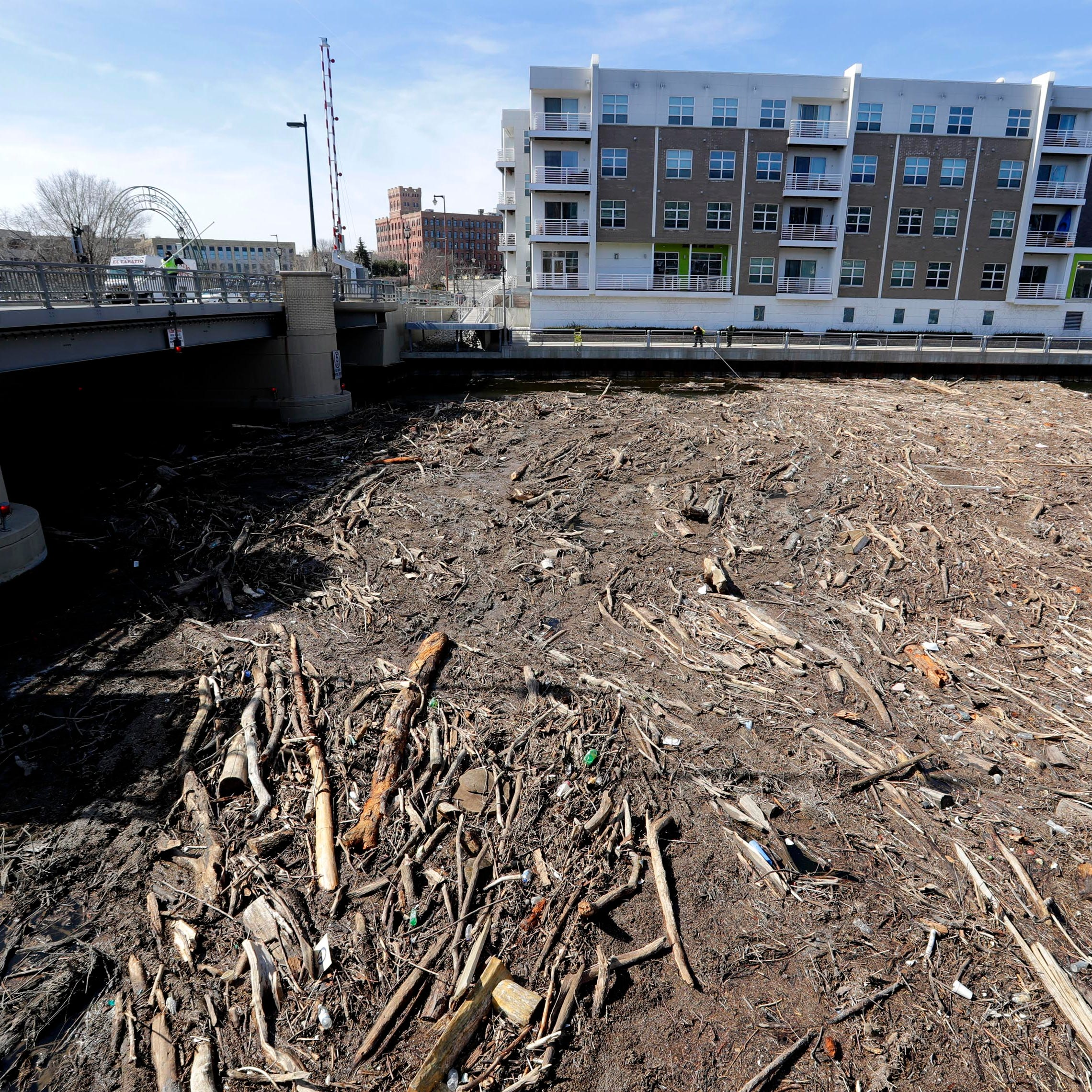 Crews try to clear Milwaukee River logjam at Pleasant Street bridge