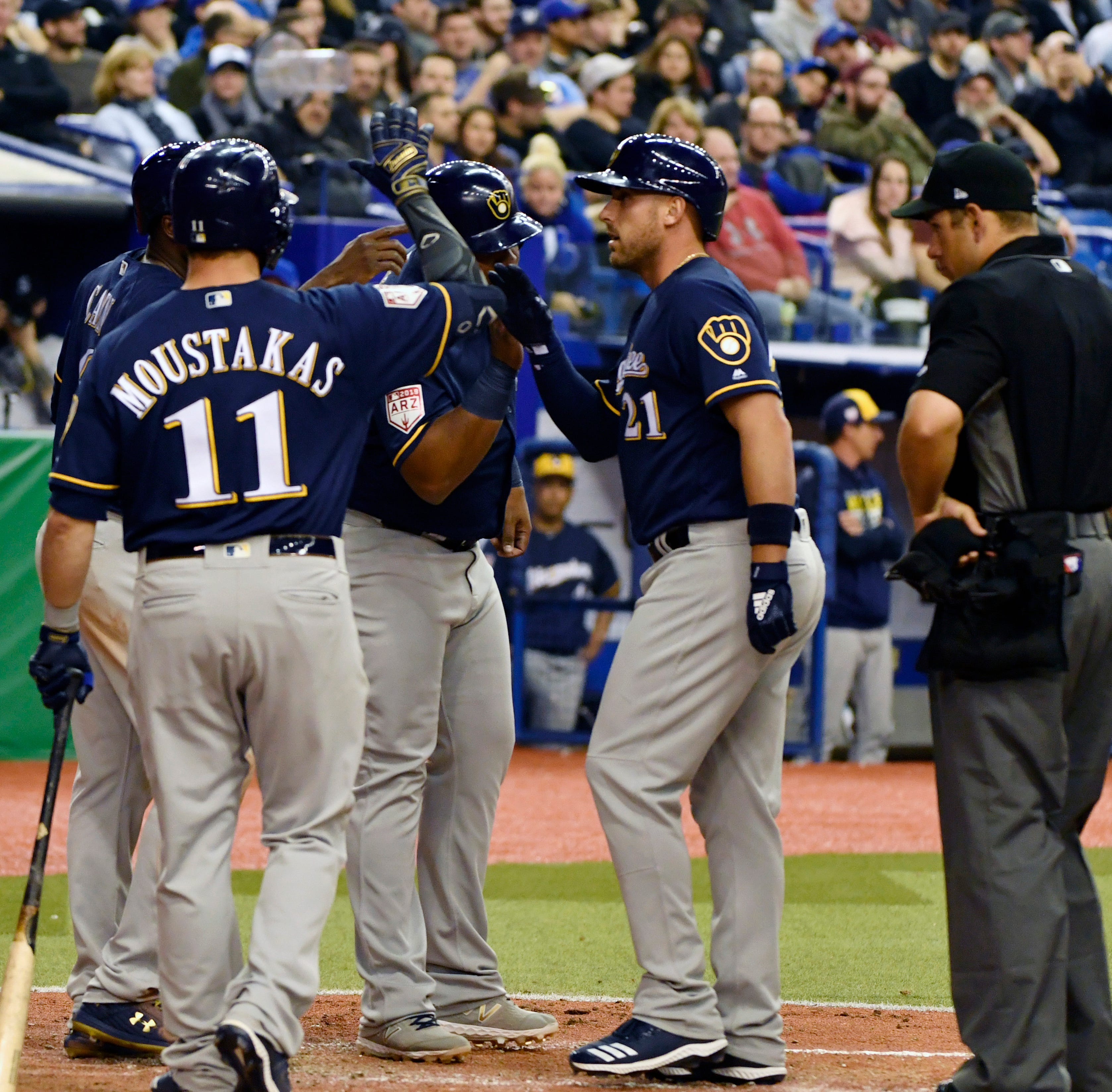 Brewers 10, Blue Jays 5: Shaw, Grandal slug home runs as Brewers break out the big bats