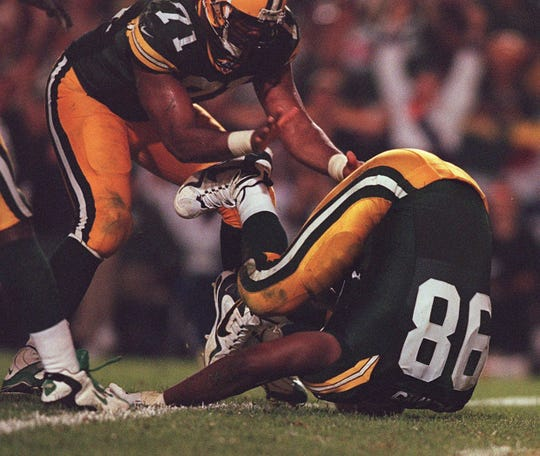 Gabe Wilkins recovers an Erik Kramer fumble for a touchdown in the fourth quarter Monday, Sept. 1, 1997 at Lambeau Field in Green Bay, Wis.