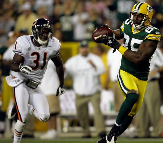 Green Bay Packers wide reciver Greg Jennings reels in the game-winning touchdown in front of Chicago Bears cornerback Nathan Vasher during the fourth quarter of their game at  Lambeau Field,  Sunday, September 13, 2009.