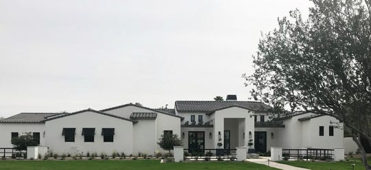 William and Stephanie Binch purchased this mansion in Paradise Valley for $3.1M.