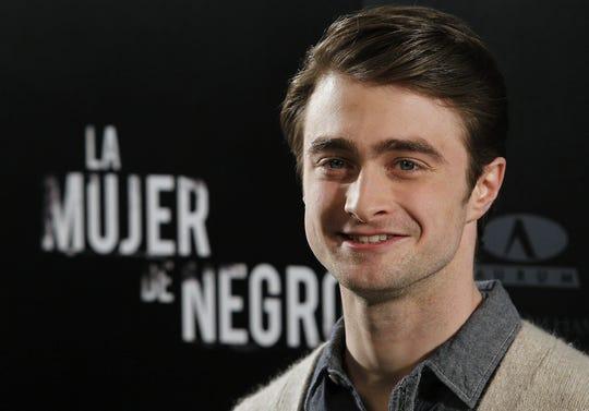 """El actor Daniel Radcliffe, de 22 años, ha acudido a Madrid para presentar el filme de terror """"La mujer de negro"""", en el que encarna a un abogado desolado por la muerte de su esposa que puede perder su trabajo si no consigue vender una antigua casona situada en un extraño paraje frecuentado por el fantasma de una mujer."""