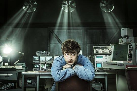 """Fotografía cedida donde aparece Daniel Radcliffe en el papel del ángel Craig, durante una escena de la serie """"Miracle Workers"""" que TNT estrenará en América Latina el 17 de mayo."""