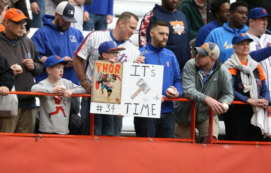 Fans enjoy the Mets' workout at the Carrier Dome at Syracuse University on Tuesday.