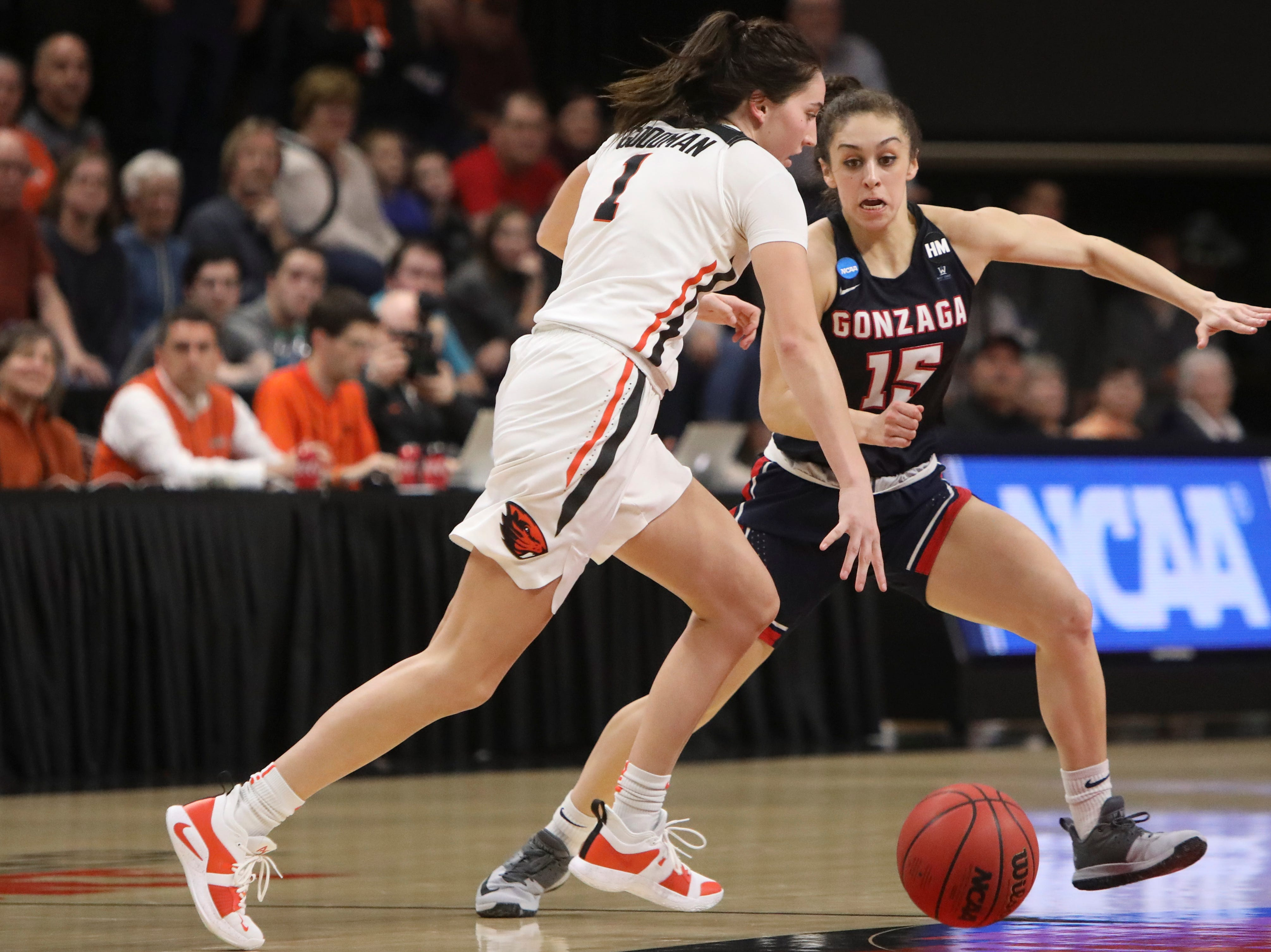 Gonzaga's Jessie Loera (15) races Oregon State's Aleah Goodman (1) up the court during the second half of a second-round game of the NCAA women's college basketball tournament in Corvallis, Ore., Monday, March 25, 2019. Oregon State won 76-70. (AP Photo/Amanda Loman)