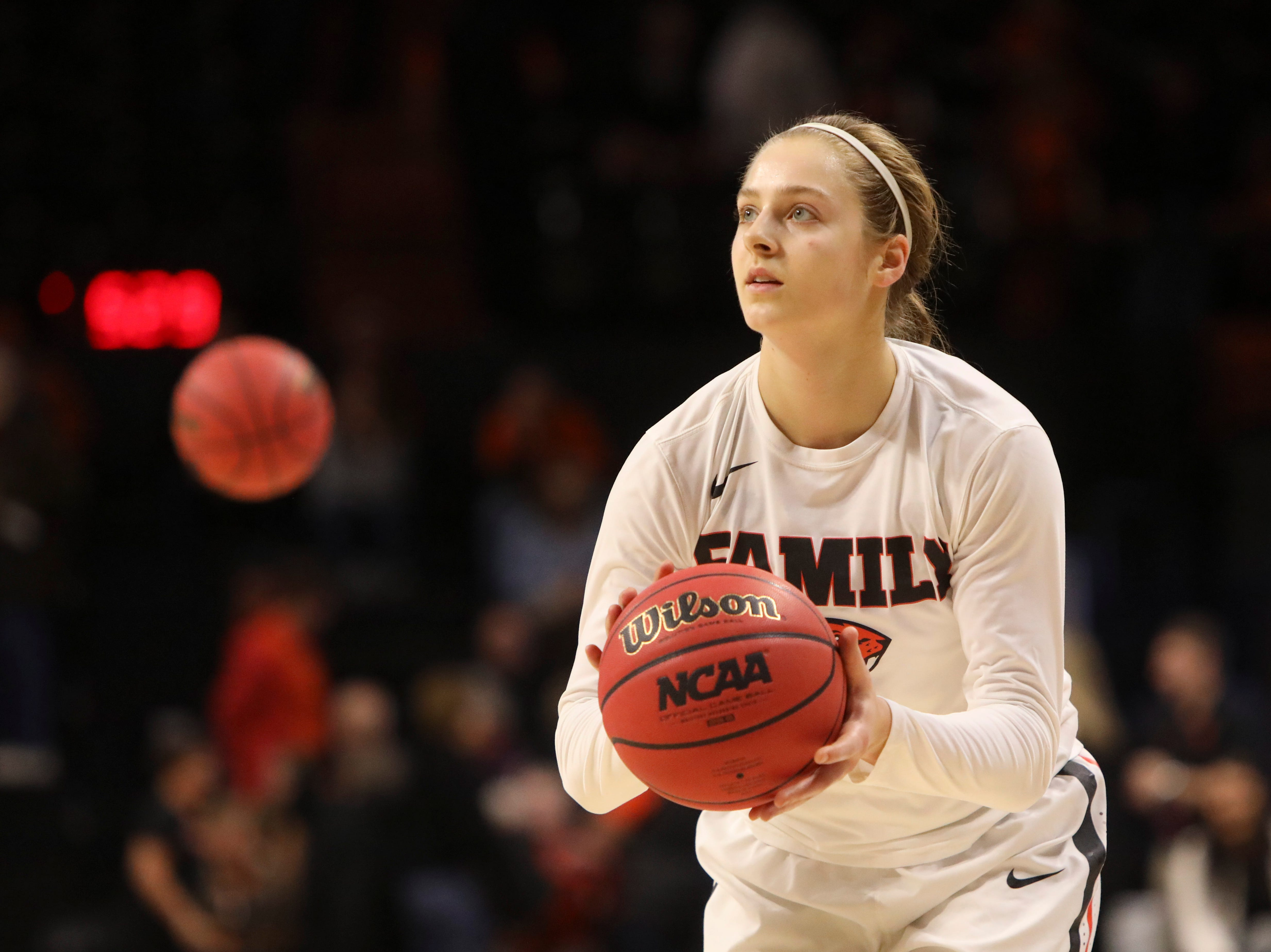 Oregon State's Mikayla Pivec (0) warms up prior to the start of a second-round game of the NCAA women's college basketball tournament against Gonzaga in Corvallis, Ore., Monday, March 25, 2019. Oregon State won 76-70 (AP Photo/Amanda Loman)