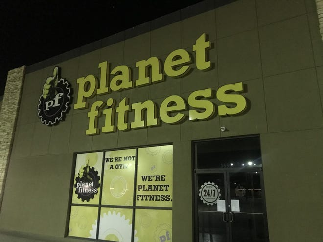 Planet Fitness, 3552 Knickerbocker Road, goes dark after an electric outage Tuesday, March 26, 2019.