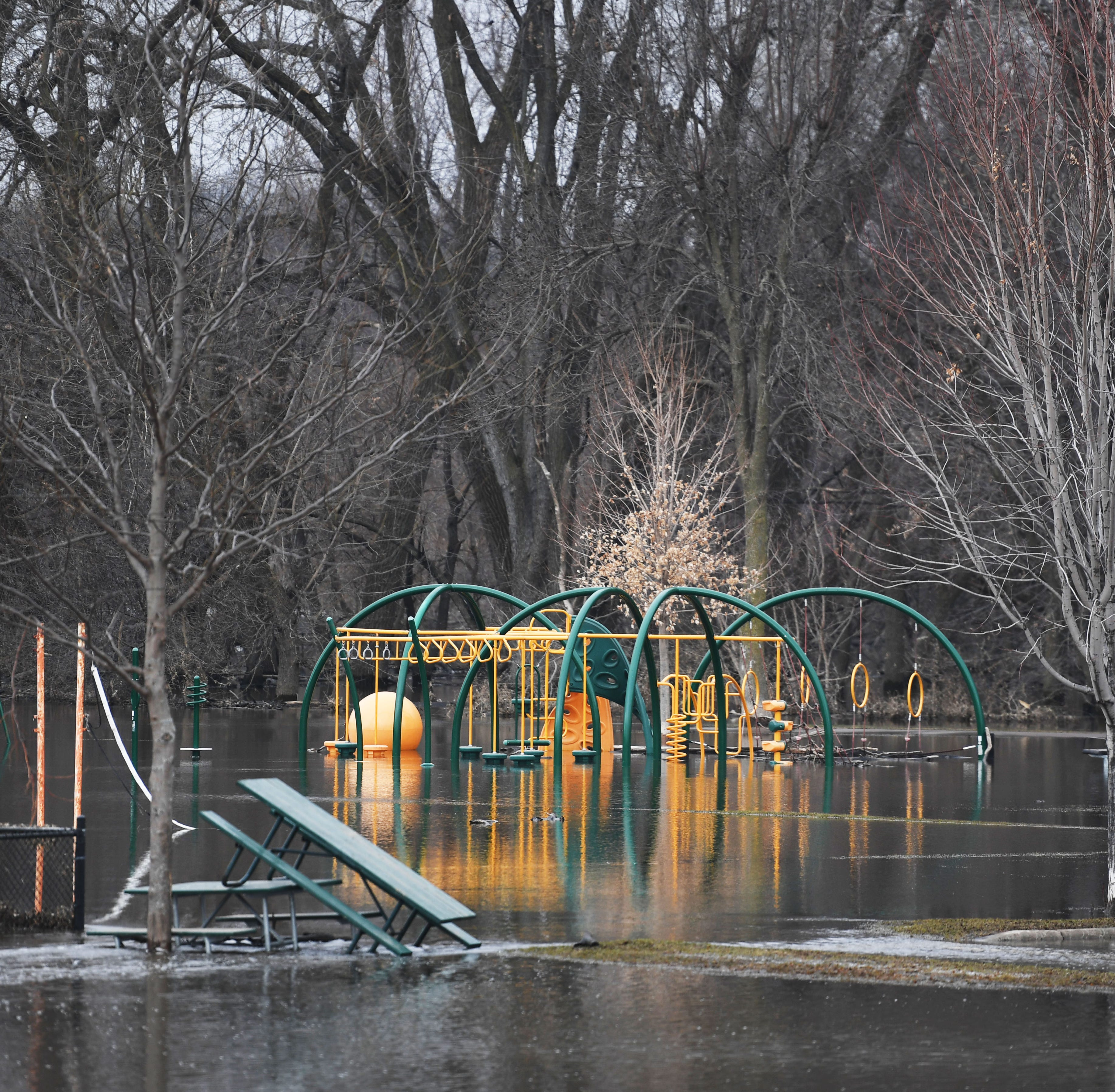 5 parks reopened after Big Sioux River flooding