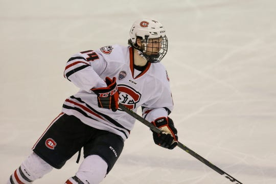 St. Cloud State's Patrick Newell, a Thousand Oaks resident, has been named a top 10 finalist for the 2019 Hobey Baker Award.