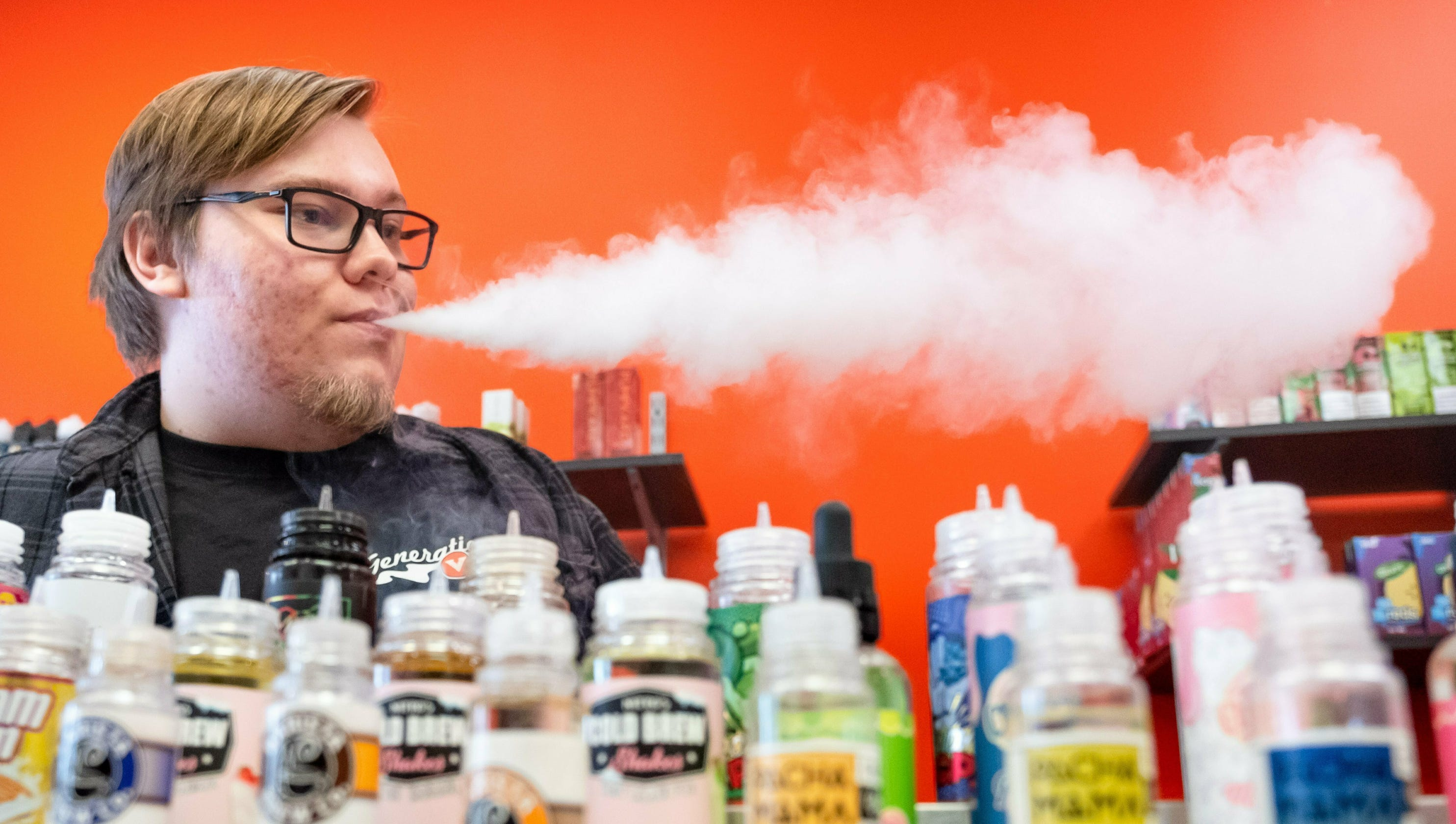 Pick up a joint instead, doc says: Vaping illnesses highlight flawed marijuana regulations - USA TODAY