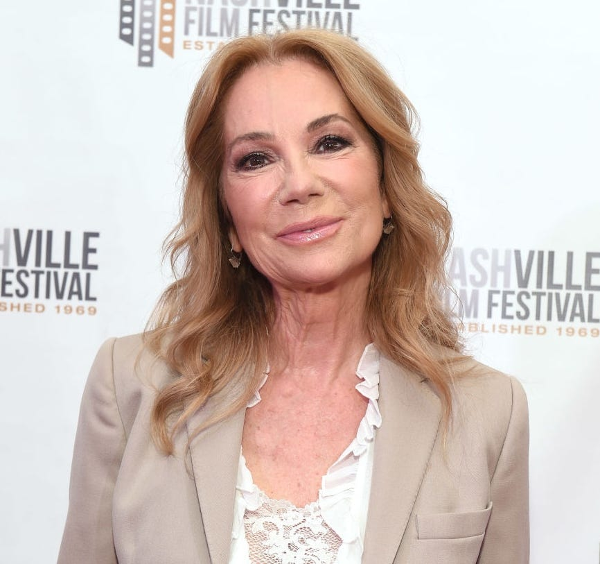 Kathie Lee Gifford reflects on  precious  last visit with Regis Philbin; Kelly Ripa dedicates show