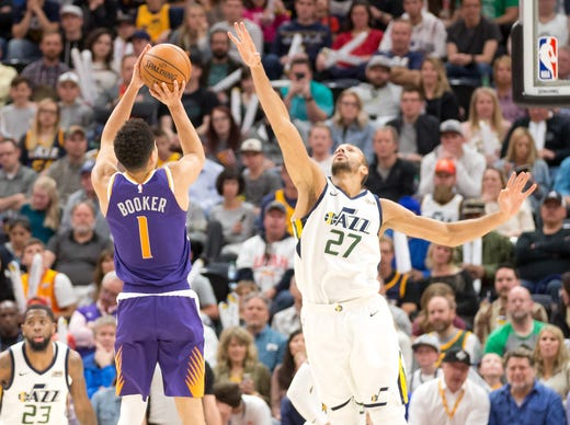 6f8bcc75c4f9 March 25  Suns guard Devin Booker (1) shoots over the out-stretched