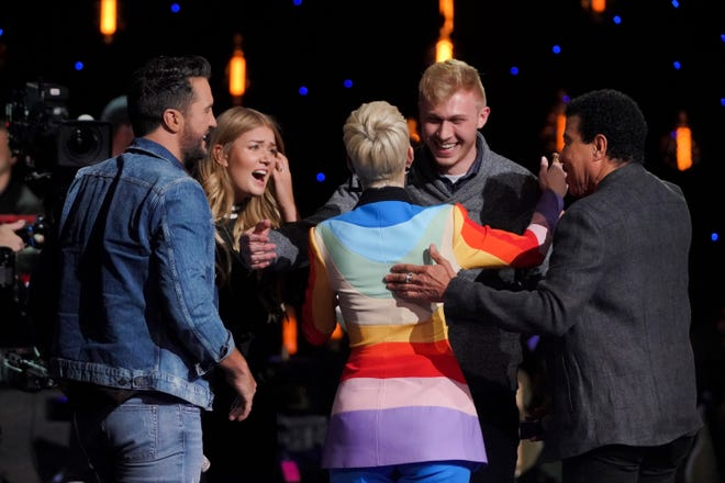 """""""American Idol"""" judges congratulate contestant Johanna Jones and her new fiance after he proposed on the show."""
