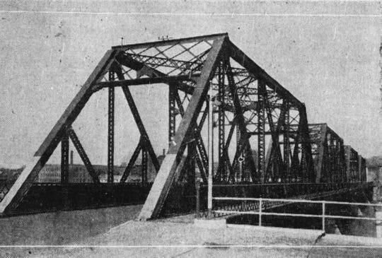 A 1933 photograph showing the third Rockbottom Bridge.