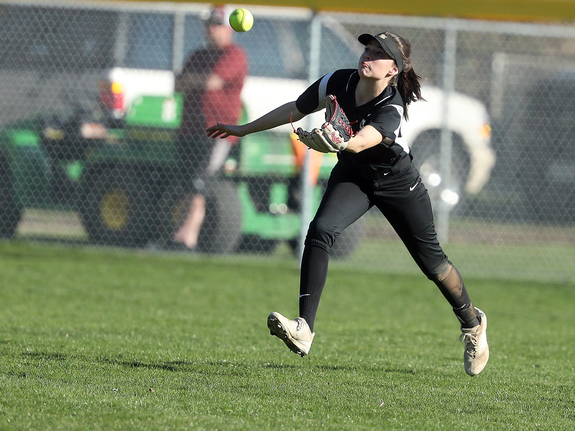 South Kitsap's Aubrey Faucett makes a grab for a fly ball against Puyallup on Tuesday, March 26, 2019.