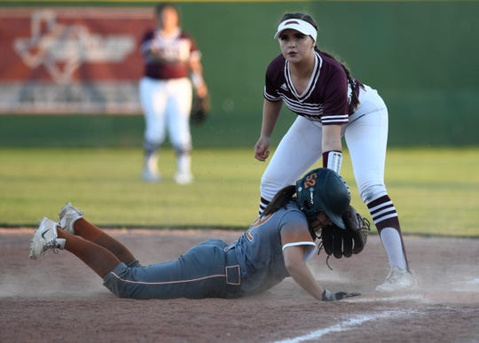 Beeville will take on Sinton in a District 31-4A softball game, Tuesday, March 26, 2019. Sinton won, 4-1.