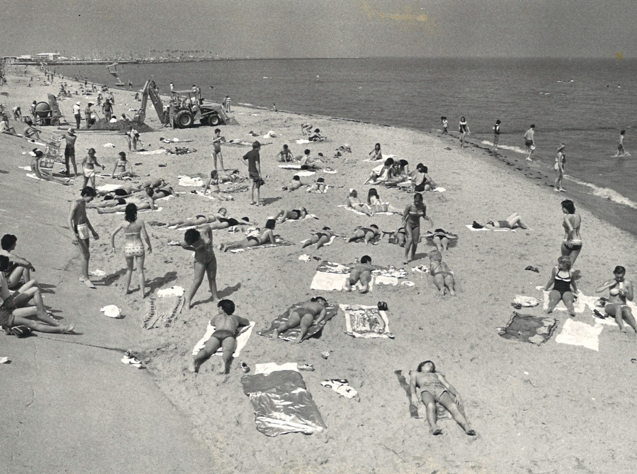 People enjoy McGee Beach in downtown Corpus Christi on April 2, 1980.