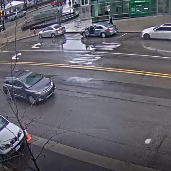 Video: Detroit police seek suspects in downtown carjacking