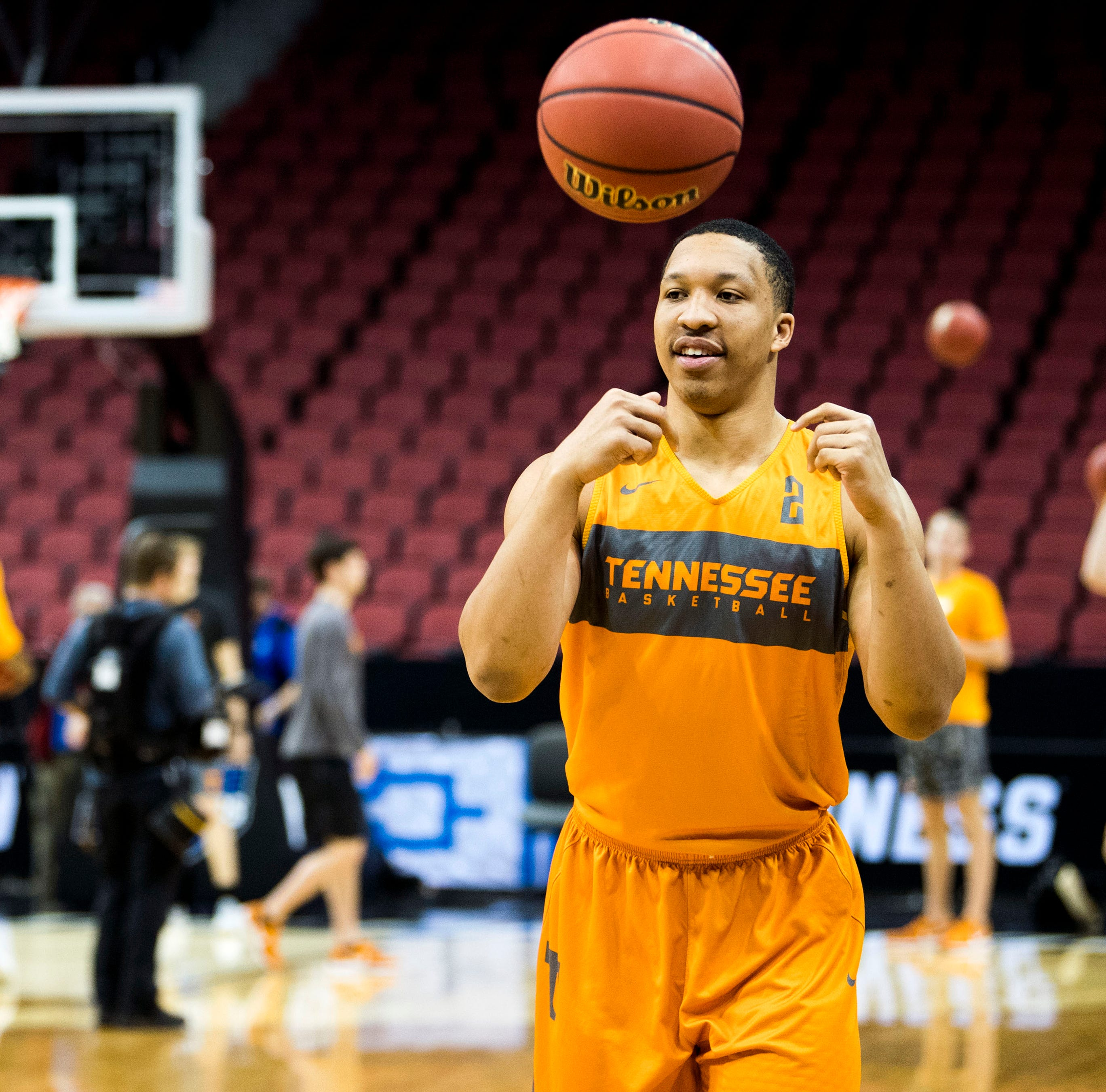 Grant Williams: Tennessee basketball forward holding press conference to address future