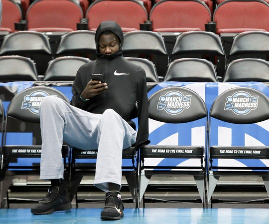 Oregon's Bol Bol does not practice on March 27 at the KFC Yum Center in Louisville, Ky.