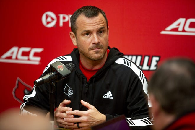 Louisville basketball coach Jeff Walz addresses reports and rumors regarding the Tennessee head coaching job during a press conference. March 27, 2019.