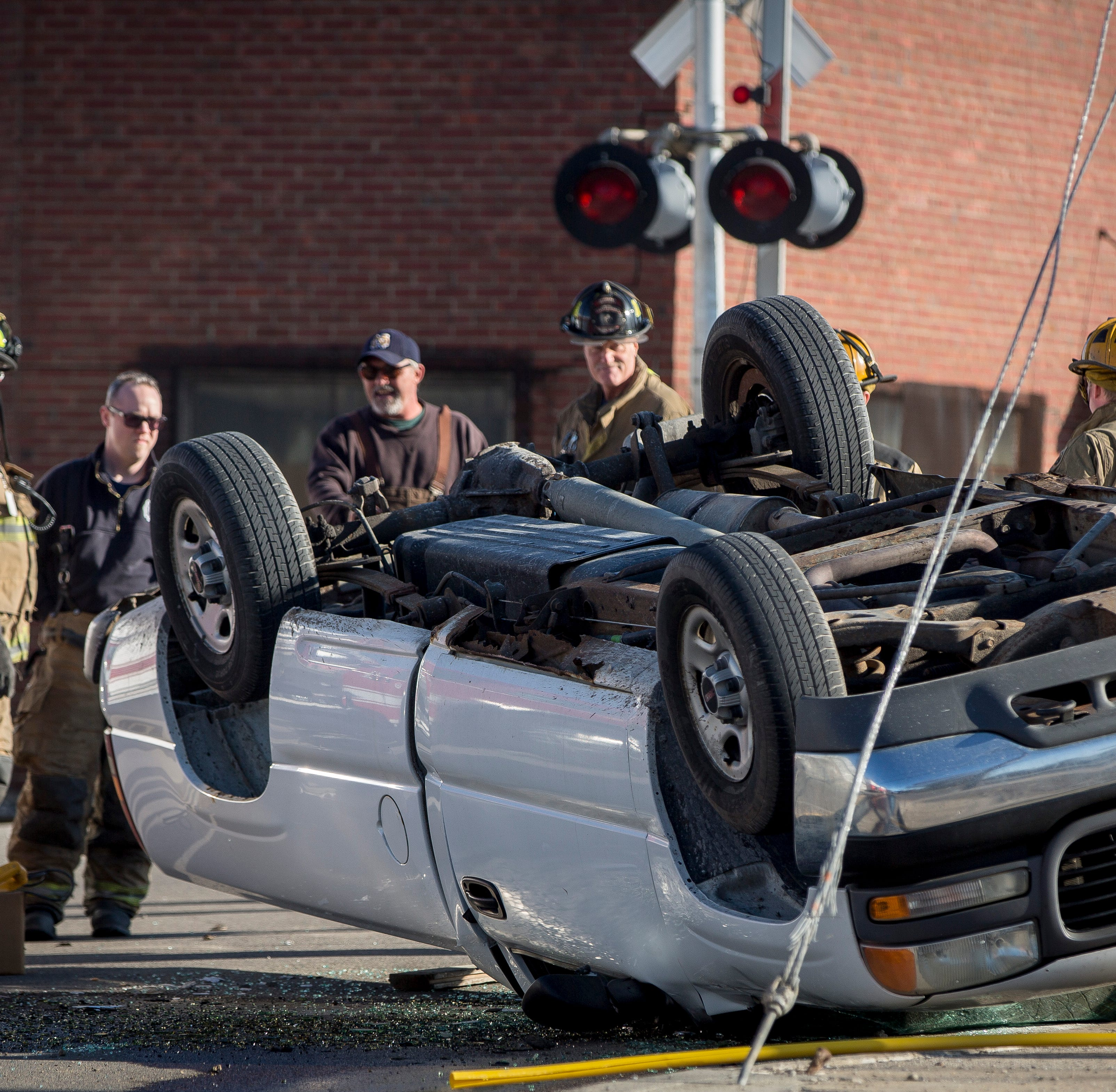 Rollover accident shuts down Hoyt Avenue