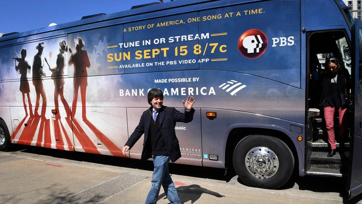 Who narrates Ken Burns' 'Country Music'?