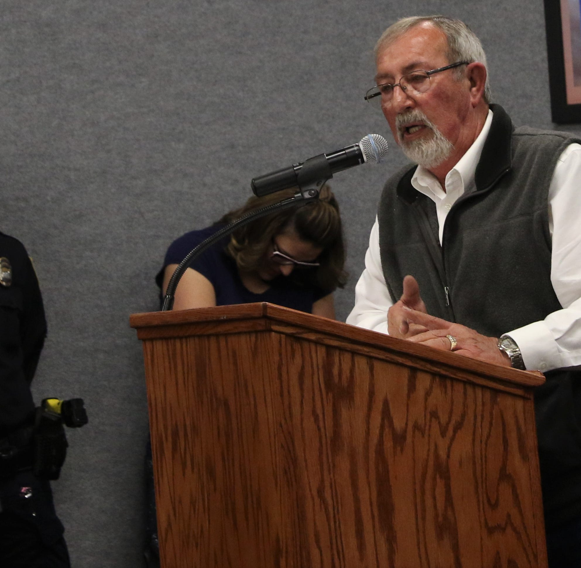 Aztec police shut down unruly commission meeting after Second Amendment resolution fails